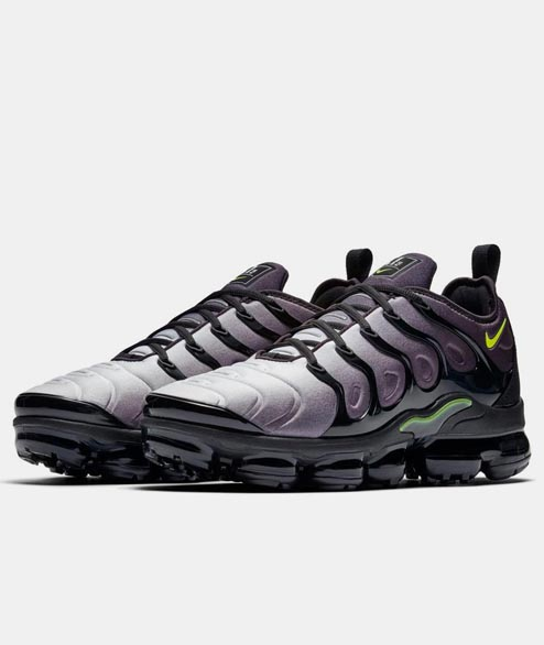 Nike Sportswear - Air Vapormax Plus - Black Volt
